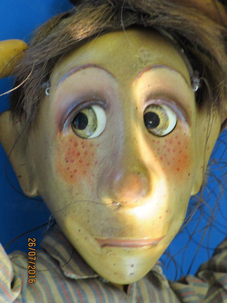 Marionnette à fils aux yeux mobiles et à l'expression variable